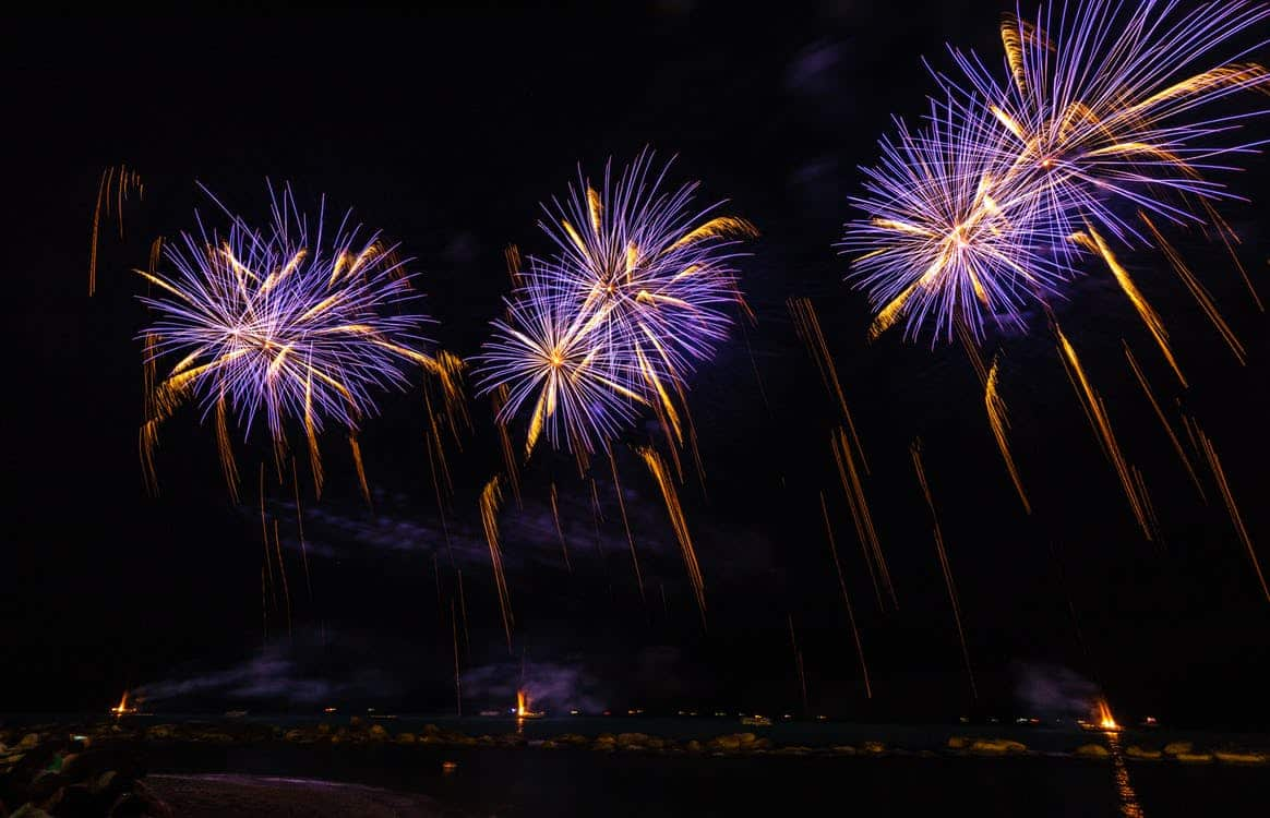Photo feu d'artifice sur mer 2